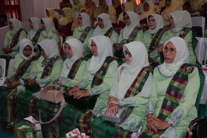 Para isteri anggota DPRD Kampar menghadiri rapat paripurna HUT Kampar ke 68