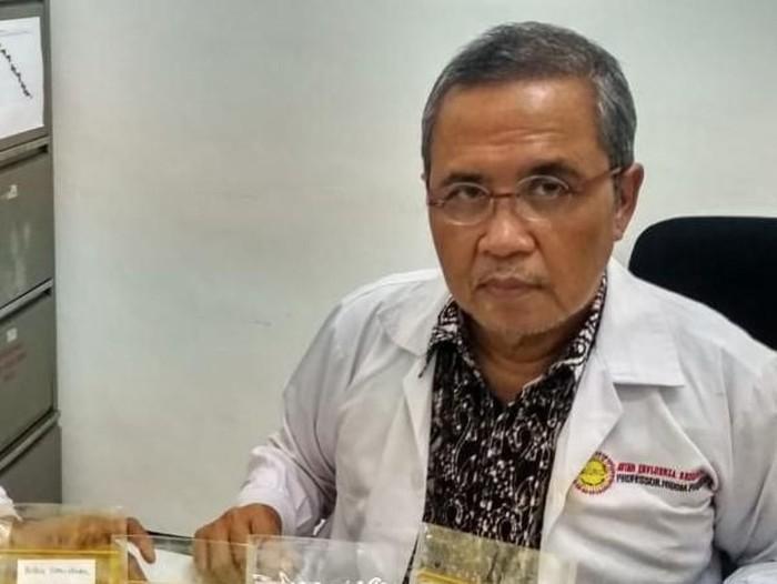 Guru Besar Biologi Molekuler Universitas Airlangga (Unair), Profesor Chaerul Anwar Nidom/Foto file: Esti Widiyana