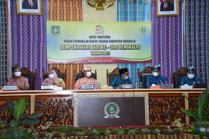 Dari kiri- Wakil Bupati Bagus Santoso, Bupati Bengkalis Kasmarni. Gubernur Riau yang diwakili Asisten III Syahrial Abdi, Ketua DPRD Khairul Umam, Wakil Ketua DPRD Sofian, dan Syaiful Ardi